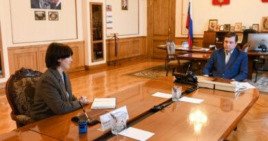 Губернатор встретился с лидером проекта «Море добра» Екатериной Семкиной